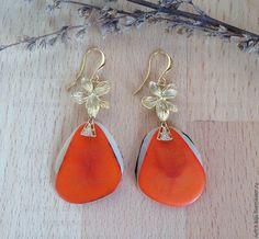 """Купить Серьги """"Оранжевый цветок"""" - оранжевый, белый, яркие серьги, серьги с тагуа, летние серьги"""
