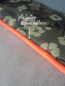 """tuto français """"comment poser du passepoil""""                                                                                                                                                                                 Plus Sewing Lessons, Sewing Hacks, Sewing Crafts, Sewing Tutorials, Sewing Patterns, Sewing Projects, Techniques Couture, Sewing Techniques, Diy Couture"""