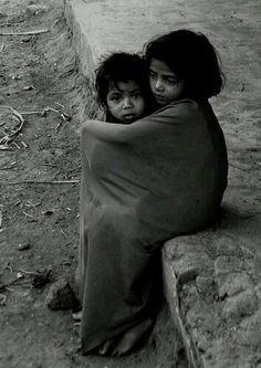 Make War & Hunger History so sad - children Precious Children, Beautiful Children, Beautiful Words, Poor Children, Poor Kids, Mundo Cruel, People Around The World, Around The Worlds, Kind Photo