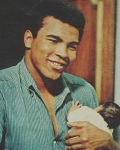 Muhammad Ali - Boxing - Boxeo Ufc Boxing, Boxing History, Float Like A Butterfly, Hometown Heroes, Boxing Champions, Ali Quotes, Sport Icon, Combat Sport, Sports Figures
