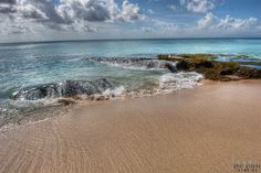Dreamland Beach is located in the Bukit Peninsula in Bali, Indonesia. www.jayme.me