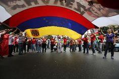 Iniziano oggi i colloqui preliminari in vista del vertice di mercoledì per fermare le violenze. Al tavolo il Presidente Maduro, le opposizioni e le forze sociali e religiose. Intanto muore in ospedale un manifestante antichavista