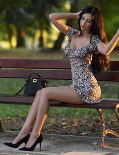 Great Legs, Nice Legs, Beautiful Legs, Gorgeous Women, Amazing Legs, Lovely Dresses, Sexy Dresses, Women Legs, Sexy Women
