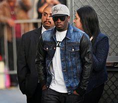 Diddy usa sneakers Buscemi 100MM branco durante Promoção da Revolt TV no Jimmy Kimmel Live!