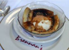 N'awlins Recipe for Banana Foster.(from Brennan's in New Orleans.this famous restaurant created the dessert that we know and love.Hats off to Chef Paul Biange' for your fabulous dish. Banana Foster Recipe, Beignets, Mardi Gras, Chocolates, Dessert Dishes, Desserts, Dessert Recipes, Great Recipes, Cookies