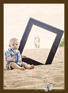 Would be cute to do and instead of the baby use your beach bag!-Bing : family beach photos ideas