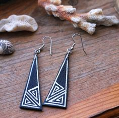 Items similar to LAST ONE SALE Tribal Zigzag triangle handpainted silver detail upcycled repurposed leather earrings on Etsy Terracotta Earrings, Wooden Earrings, Diy Earrings, Leather Earrings, Ceramic Jewelry, Wooden Jewelry, Handmade Leather Jewelry, Paper Jewelry, Fabric Jewelry