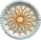Stern mit Garn auf einen Pappteller gespannt