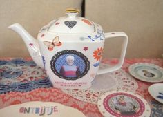 Very Dutch tea pot