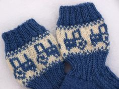 KARDEMUMMAN TALO: Pienelle traktorikuskille Baby Socks, Knitting Socks, Needlework, Knitting Patterns, Knit Crochet, Gloves, Slippers, Stitch, Kids
