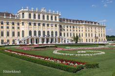 Schönbrunnin linna ja puutarha Wienissä http://www.haaraamo.fi