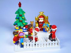 """This is where kids can meet Santa, and families can make some precious photo memories. MOC created for the """"Expand the Winter Village IV"""" contest on Eurobricks. Lego Christmas Village, Lego Winter Village, Lego Gingerbread House, Casa Lego, Used Legos, Lego Pictures, Lego Activities, Lego Craft, Lego People"""