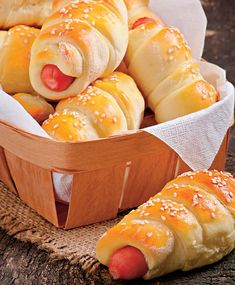 Hot Dog Buns, Hot Dogs, Romanian Food, Dessert Recipes, Desserts, Pizza, Bread, Food And Drink, Cooking