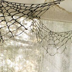 DIY Spiderwebs to Decorate Your Ceilings Corners for Halloween: Black puff paint on nonstick baking sheets. Halloween 2013, Theme Halloween, Halloween Spider, Halloween Projects, Holidays Halloween, Halloween Weddings, Halloween Clothes, Halloween Halloween, Halloween Costumes