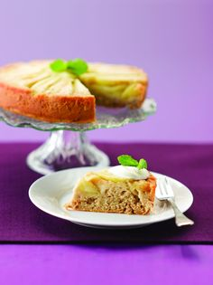 Apple and almond upside-down cake