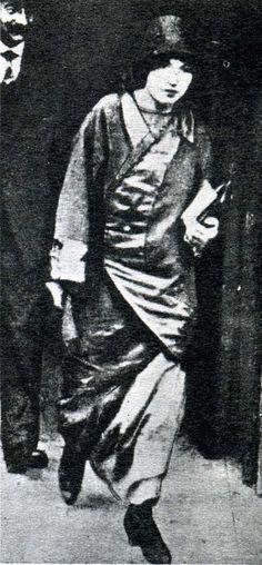Rirette Maitrejean (date inconnue), compagne du Victor Kibaltchiche. Accusée de complicité et d'association de malfaiteurs, elle sut admirablement se défendre sans renier le moins du monde ses idéaux.