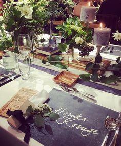 つづいて🌿 もはや愛しているレベルのテーブルコーディネート( ; ; )♡🍷 . それぞれご招待客には、席札の代わりに チョークシートに名前を入れてお迎えしました✨ . みんなの名前がずらりと並んで、見ているだけで幸せな空間✴︎ . そしてあと少し木の要素を取り入れたくて、 ナフキンの下にチラ見えしているbookは 素材を木にしてもらいました🍂 . レーザーカッターでデザインしていただき 最高の仕上がりに本当にときめきました♡ (また詳しくレポします!) 📚 装花はアネモネをアクセントに、上品に。 小物はキャンドルだけでなく さりげなく本をしのばせたり、木の実を散らしたり…🐿 . 天才designner @kondo.tsg さんにお任せで 初めてのモックアップからこのクオリティで 感動でした✨ . 細部まで全てがお気に入り🌿♡ 最高です♡ . design @kondo.tsg paper @yagihara.tsg…