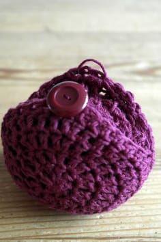 DMMU: Gratis haakpatroon: Opvouwbaar boodschappennetje Crochet Pouch, Crochet Blouse, Crochet Stitches, Crochet Patterns, Crochet Home, Knit Crochet, Knitting Projects, Crochet Projects, Crochet Market Bag