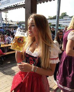 German Women, German Girls, Octoberfest Girls, Drindl Dress, Beer Maid, Oktoberfest Outfit, Jennifer Aniston Style, Beer Girl, Beer Festival