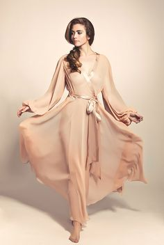 Silk Jenny Packham robe by Pleasurements.com  ---  © Ron de Wildt