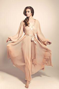 Silk Jenny Packham robe by Pleasurements.com  ---  © Ron de Wildt