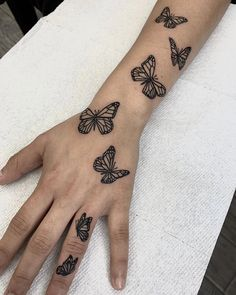 Pretty Hand Tattoos, Dainty Tattoos, Mini Tattoos, Body Art Tattoos, Tatoos, Dope Tattoos For Women, Hand Tattoos For Girls, Small Tattoos On Hand, Girl Finger Tattoos