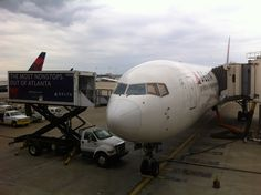 Boeing 767-400ER off to London Heathrow!