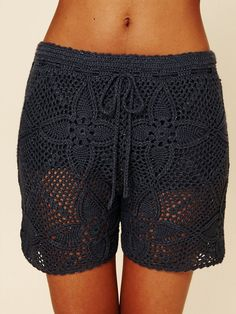 Free People Crochet Board Shorts - the length is awkward though. Shorts Crochet, Cardigan Au Crochet, Crochet Skirts, Crochet Clothes, Crochet Bikini, Moda Crochet, Knit Crochet, Crochet World, Crochet Fashion