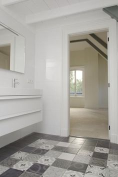 Badkamer met onderhoudsvrije keramische patroontegel 1900 vintage mix mawi - Vintage badkamer ...