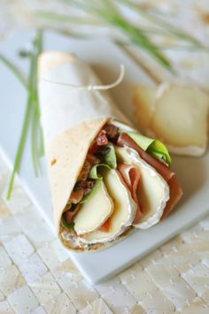 Sheep Wrap with Country Ham – Want to eat well. Try our regional recipes at www. Detox Lunch, Vegan Recipes, Snack Recipes, Good Food, Yummy Food, Wrap Sandwiches, Street Food, Finger Foods, Food Inspiration