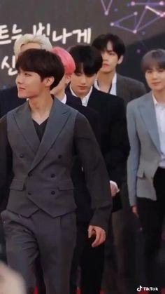 Foto Bts, Foto Jungkook, Bts Bangtan Boy, Bts Taehyung, Bts Boys, Bts Jimin, Namjoon, Jungkook And Jin, Jhope