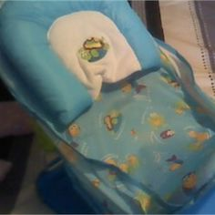 Baby Bath Seat: Like new only used a couple of times Bebup.com