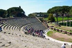 Ci sono dei luoghi in cui la storia di Roma, non solo è visibile, ma palpabile e, con un po' di immaginazione, la si può vivere. Ostia antica è tutto questo.