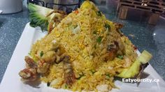 Fried rice with soft shelled crab, pineapple and garlic Shelled, Richmond Hill, Stuffed Shells, Chinese Food, Fried Rice, Toronto, Pineapple, Garlic, Tasty