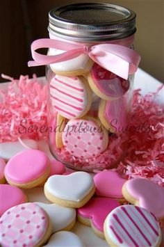16 Super Ideas for cupcakes ideas pink valentines day Mini Cookies, Fancy Cookies, Iced Cookies, Cute Cookies, Royal Icing Cookies, Cupcake Cookies, Sugar Cookies, Heart Cookies, Flower Cookies