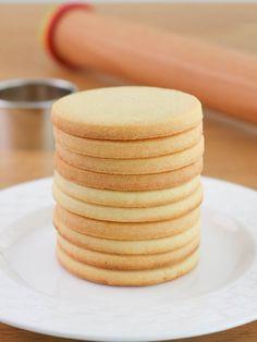 La masa Sablée es mi favorita a la hora de preparar bases para tartas, masitas y tapas para alfajores. Es muy fácil… Cookies, Cupcakes, Biscotti, Dessert Table, Vanilla Cake, Sweet Recipes, Cookie Recipes, Food And Drink, Favorite Recipes