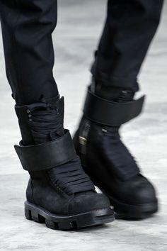 Cyberpunk Fashion, Rick Owens Fall 2013 Seriously in love MH Mode Cyberpunk, Cyberpunk Fashion, Mode Alternative, Alternative Fashion, Dark Fashion, Fashion Shoes, Mens Fashion, Steampunk Fashion, Gothic Fashion