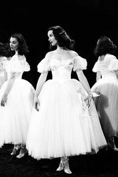 Vivien Leigh as the doomed ballerina Myra in Waterloo Bridge (1940).