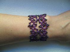 Tour de cou ,  boucles d'oreille  et bracelet  en dentelle violet, parure dentelle violet, parure dentelle frivolite