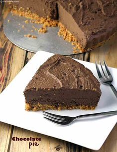 An evergreen favourite with kids, the Chocolate Pie - Tried n yummy just like choc mousse wid crumb base Easy Chocolate Pie, Chocolate Pie Recipes, Eggless Desserts, Delicious Desserts, Yummy Food, Baking Recipes, Cake Recipes, Yummy Recipes, Brownie Muffin Recipe