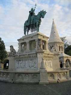 Budapest - St.Istvan Statue (sculpted by Alajos Strobl - 1906)