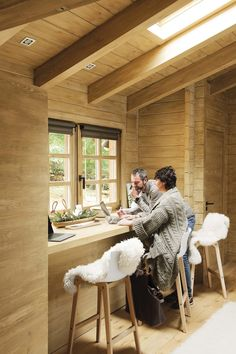 Egy álomkabin a spanyol hegyekben - a PLANETE DECO egy otthoni világ Cabin Office, Cozy Home Office, Home Office Decor, Office Furniture, Office Setup, Office Ideas, Cabin Furniture, Western Furniture, Furniture Ideas