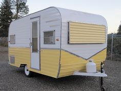 New camping trailer remodel vintage rv Ideas Vintage Campers Trailers, Vintage Caravans, Camper Trailers, Retro Travel Trailers, Vintage Motorhome, Shasta Trailer, Tiny Trailers, Vintage Airstream, Travel Trailer Camping