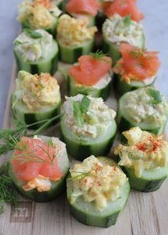 Quick and Easy Cucumber Bites . Three Ways Quick and easy cucumber bites. Three ways! Smoked salmon with sriracha cream cheese, egg salad and tuna salad! Snacks Für Party, Appetizers For Party, Appetizer Recipes, Tea Recipes, Cooking Recipes, Summer Recipes, Healthy Snacks, Healthy Recipes, Clean Eating Snacks