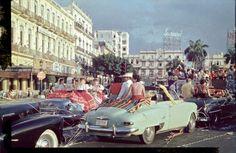 © Heinrich Heidersberger / www.heidersberger.de : Havana--Kubanischer Karneval.  Zum Karneval ist ganz Kuba auf den Straßen - mit bunten Luftschlangen und schrillen Kostümen wird 1954 gefeiert.