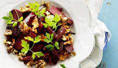 Salat med rødbeder, kokos, og valnødder - ALT.dk