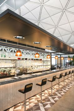Qantas Hong Kong Airport Lounge First Class Business Class Platinum Oneworld - Australian Business Traveller