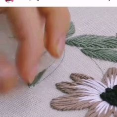 Hand Embroidery Patterns Flowers, Hand Embroidery Projects, Hand Embroidery Videos, Embroidery Stitches Tutorial, Embroidery Flowers Pattern, Embroidery On Clothes, Creative Embroidery, Simple Embroidery, Embroidery Techniques
