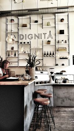 Dignita cafe in Amsterdam is a great lace for brunch near the Vondelpark. Loved the polishedconcrete bar and scandinavian style shelving and they did a mean eggs benedict Scandinavian Restaurant, Modern Restaurant, Restaurant Design, Scandinavian Style, Scandinavian Shelves, Italian Interior Design, Cafe Interior Design, Cafe Design, Interior Styling