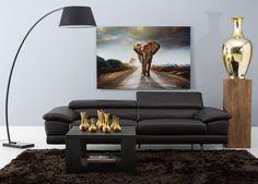 Belsia straalt luxe uit in uw woonkamer. Het is een eigentijds model met een verstelbare hoofdsteun, zitdiepteverstelling en een relaxfunctie. De hoogwaardige vulling van polyether afgedekt met dacron, ondersteund door een stevige nosagvering zorgen voor een royaal zitcomfort. De donkerbruine kleur met de metalen chroom poot zal niet mistaan in uw interieur.